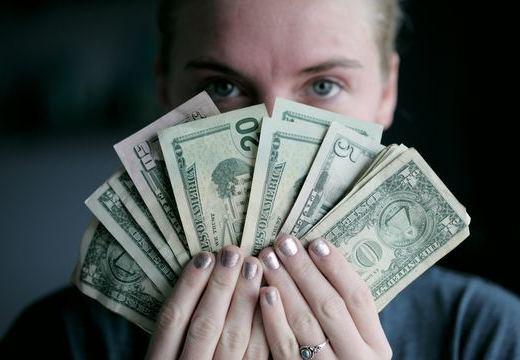 補聴器は保険の対象?購入時の給付制度についてご紹介!