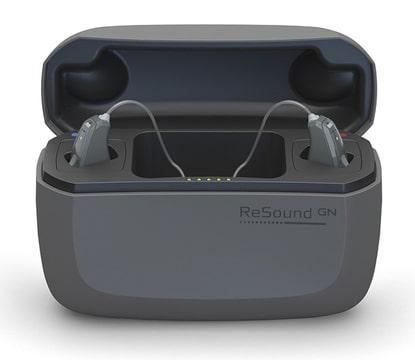電池交換が必要ない!?充電式補聴器について徹底解説