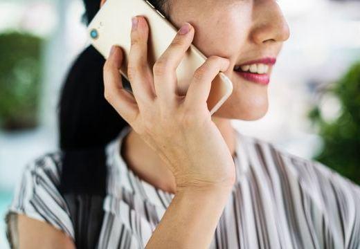 補聴器を装着時の電話と、聞こえる受話器の持ち方
